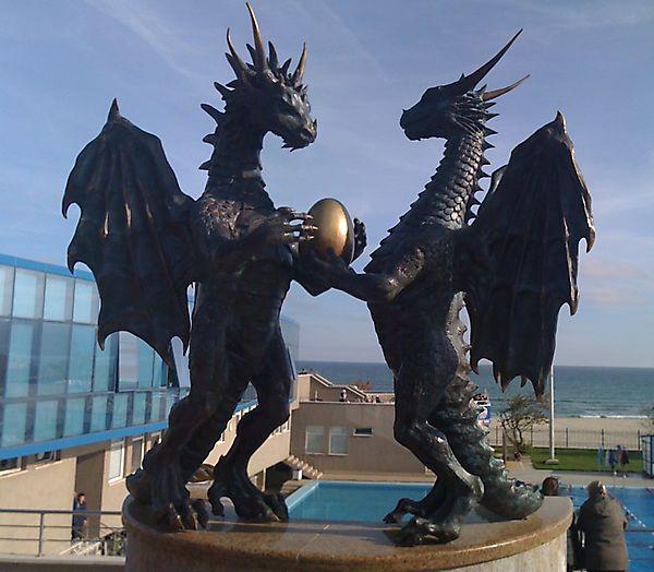 Два дракона удерживают яйцо, Болгария