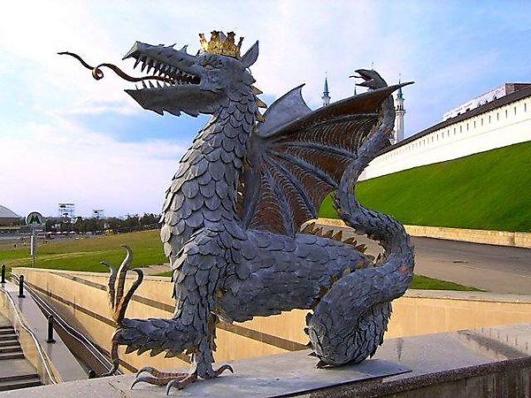 Скульптура дракона Зиланта, символ Казани