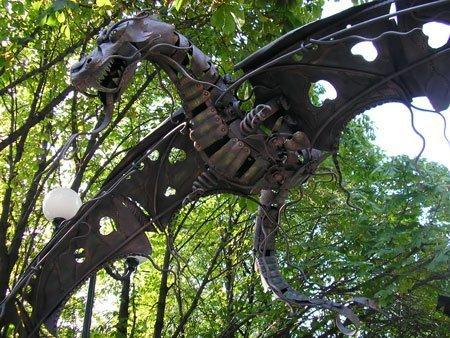 Любительская скульптура из парка кованых фигур, Донецк, Украина