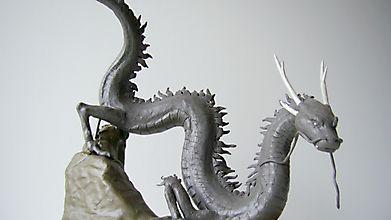 Фигурка восточного дракона
