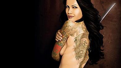 Девушка с татуировокй