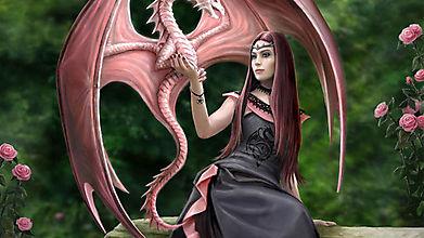 Розовый дракон на руке у девушки