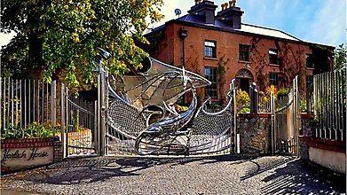 Дракон защищает дом. Дублин, Ирландия