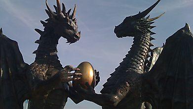 Пара влюбленных драконов держит яйцо, Болгария