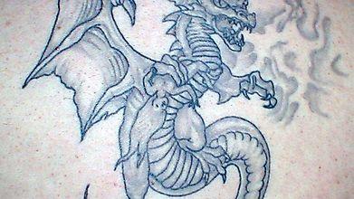 Большое тату дракона на всю спину