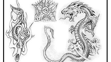Чёрно-белые татушки с драконом и водной растительностью
