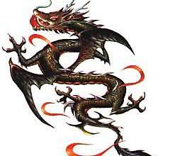 Тату дракона в пламенных бликах