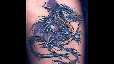 Художественная татуировка с драконом