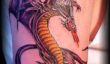 Тату змее-дракона, расправившего крылья