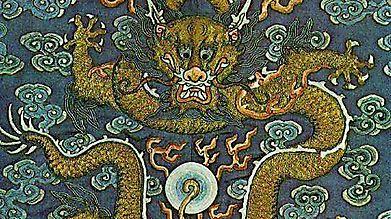 Накидка, украшенная драконом